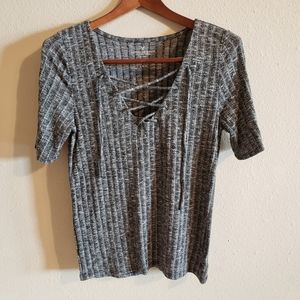 American Eagle Large Gray shirt with tie